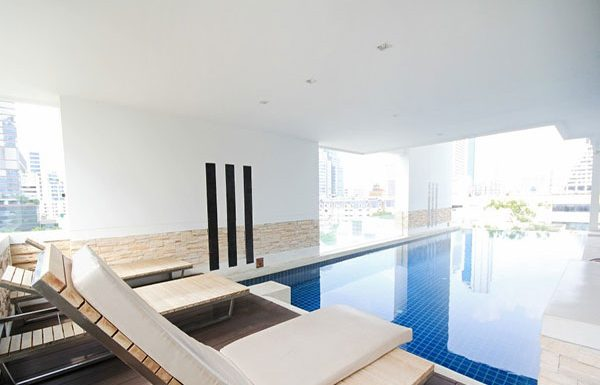 Ivy-Sathon-10-Bangkok-condo-for-sale-swimming-pool