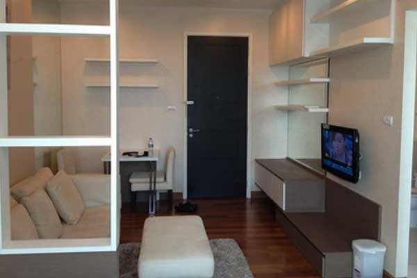Ivy-Sathorn-studio-for-rent-0617-featured